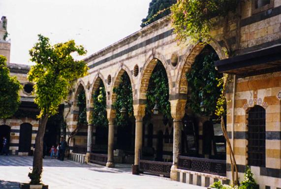 دمشق بين الزمان والمكان